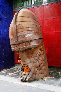 Kriegerkopf vor dem Tacheles