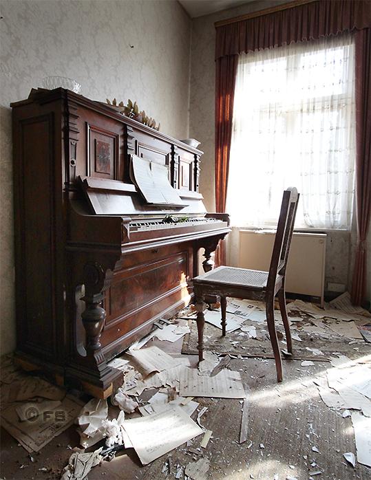 Lost Place: Haus mit Klavier
