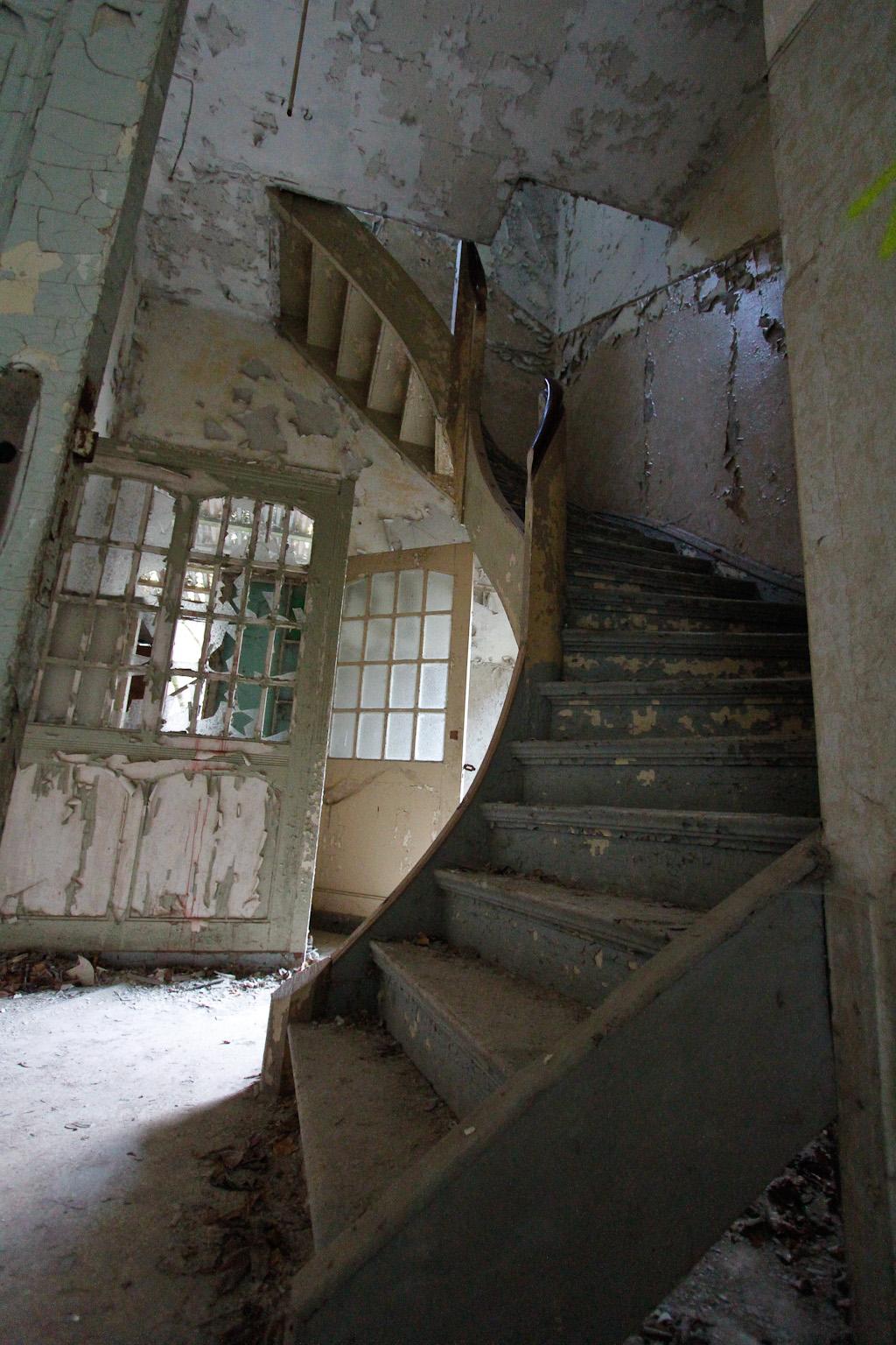 verlassene Treppe der Heilstätte