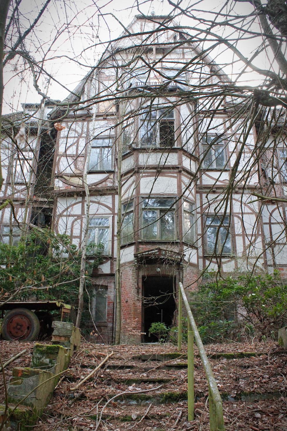 Frontansicht Sanatorium Hohentanneck
