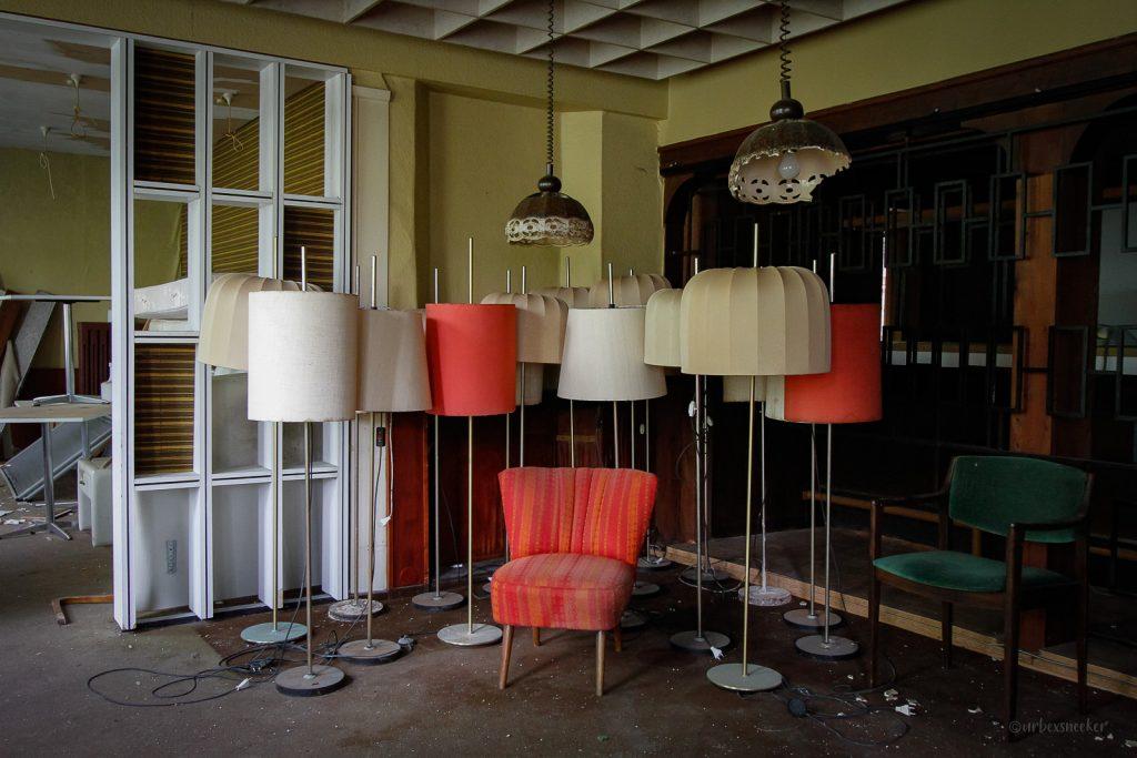 Das verlassene Lampen-Hotel