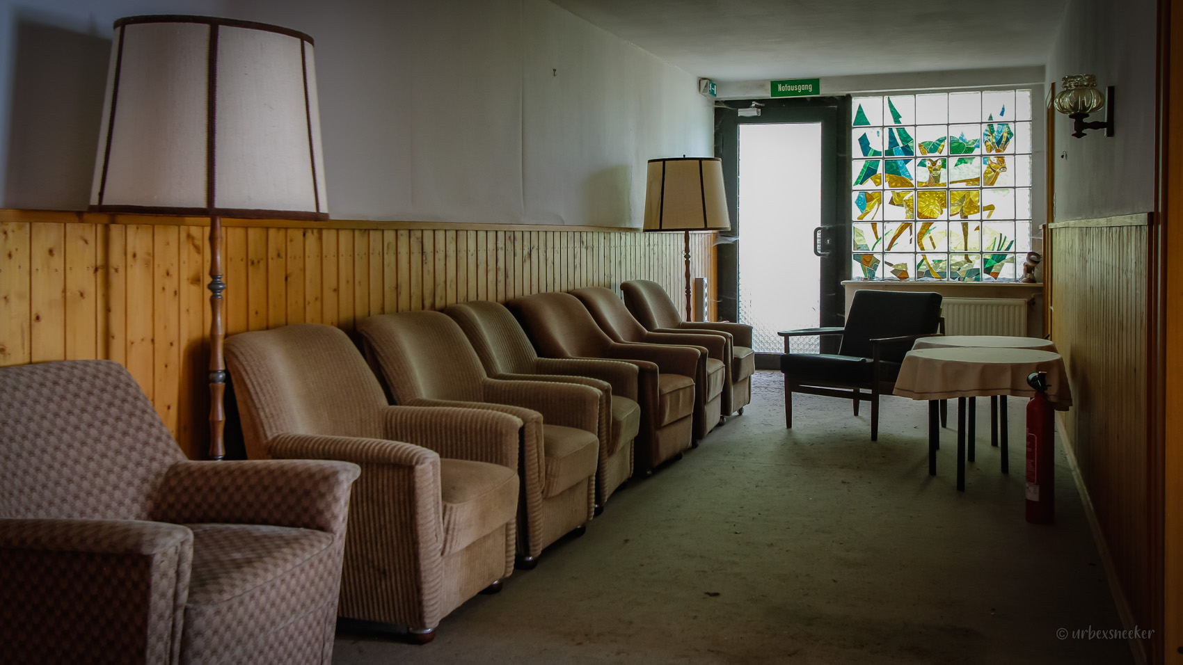 lost hotel harz rehbock fenster