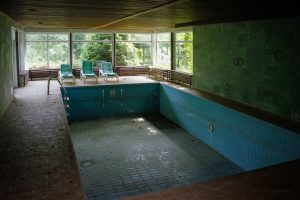 verlassenes Rehbock-Hotel Schwimmbad