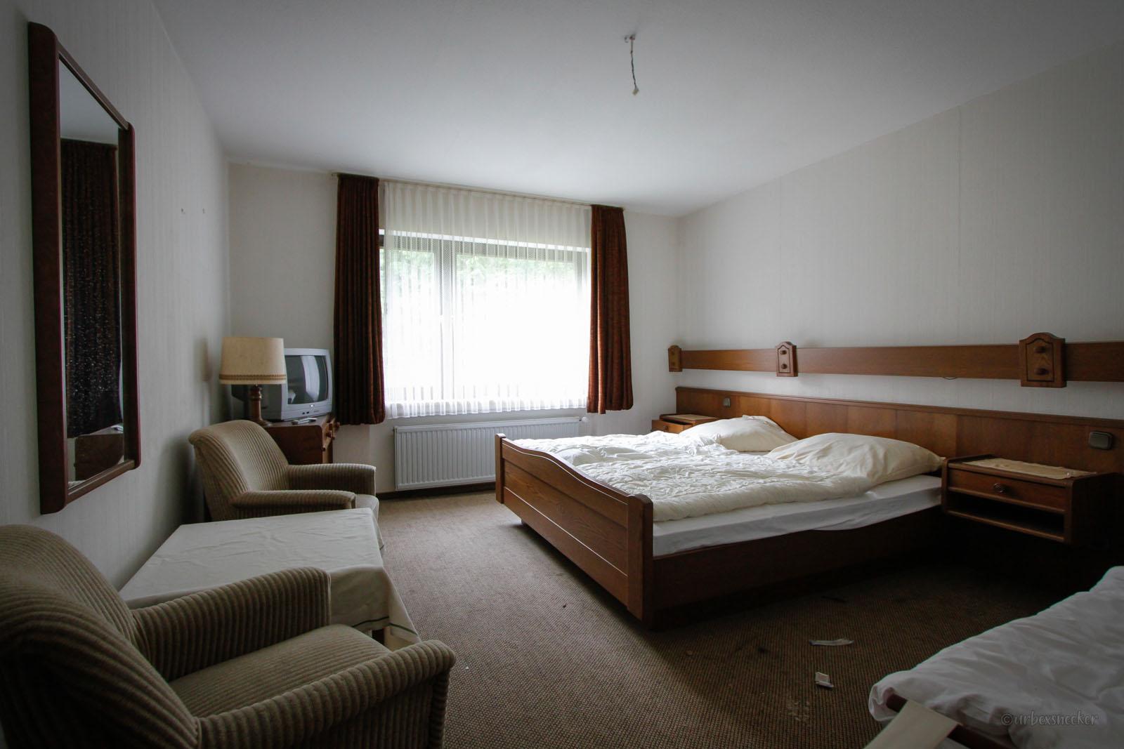verlassenes Rehbock-Hotel doppelzimmer