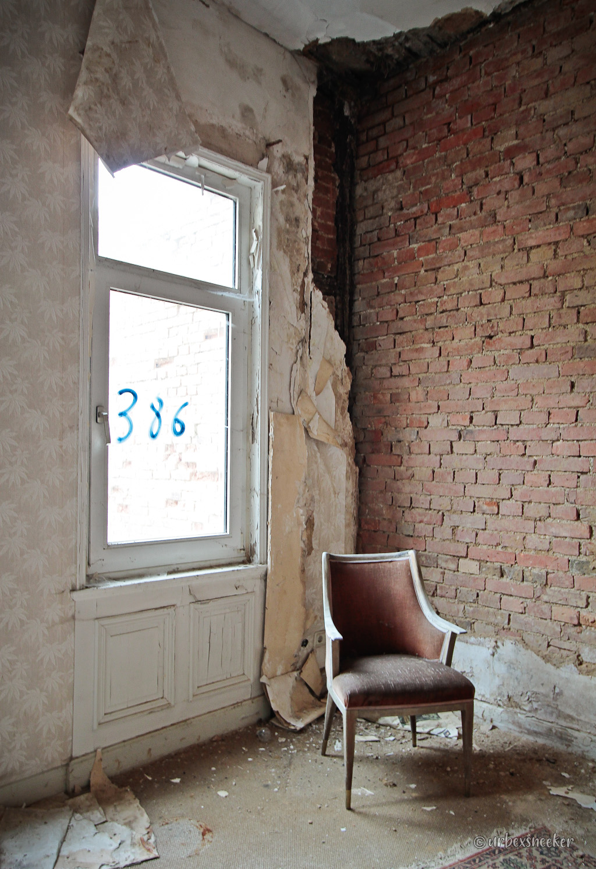 Harzburger Hof roter Stuhl