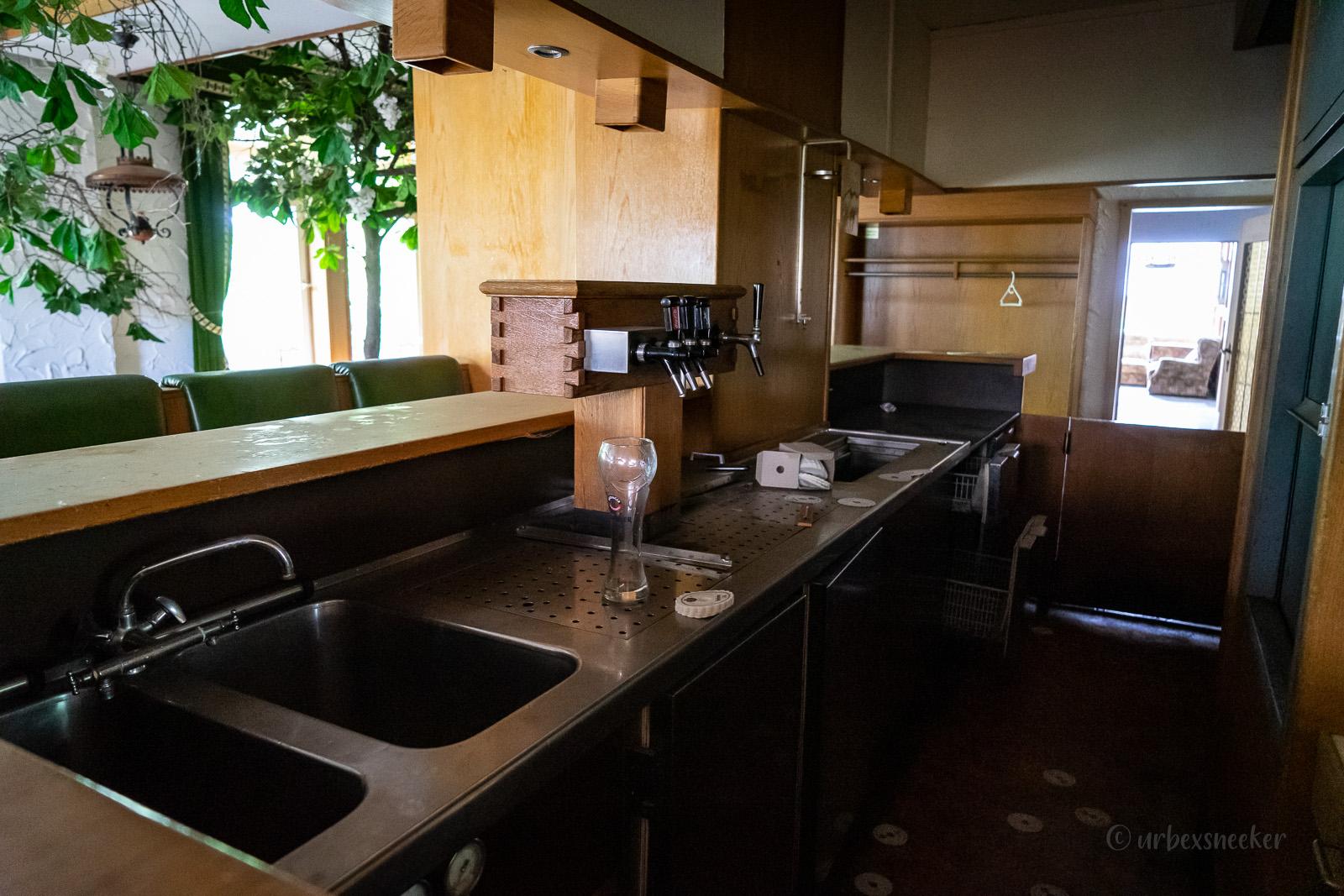 verlassenes hotel harz theke DSC00237
