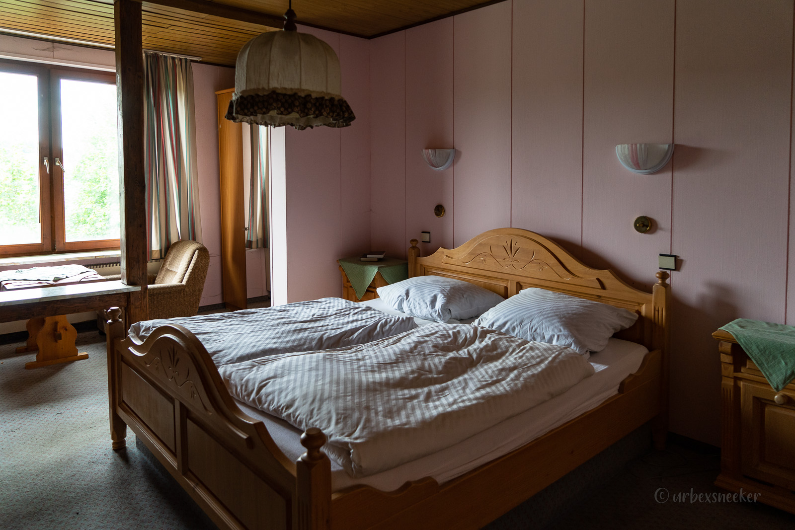 lost place hotel harz rosa raum DSC00262