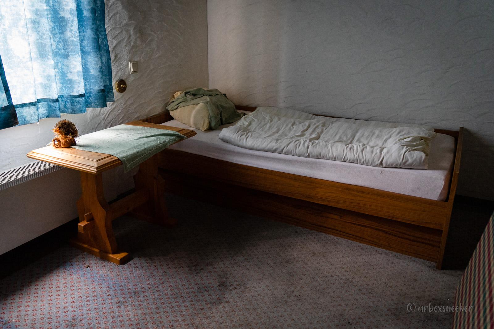 lost place holz-hotel einzelzimmer DSC00288