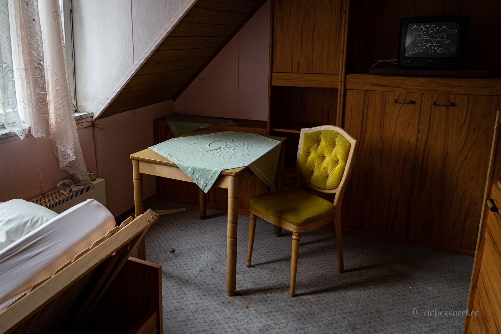 verlassenes hotel harz polsterstuhl DSC00289