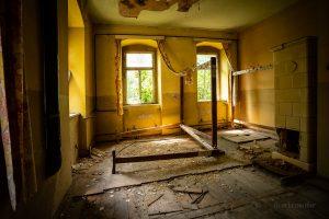 verlassenes kulturhaus garderobenraum
