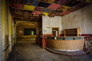 verlassenes kulturhaus theke rosetten