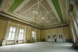 verlassenes hotel ballsaal thale